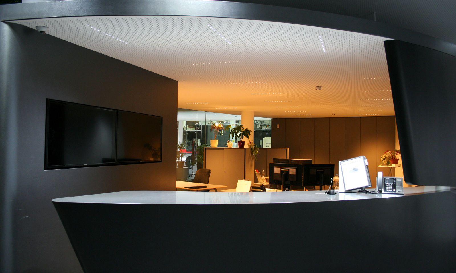 Gut für die innere Uhr: Tageszeiten auch in Innenräumen erlebbar machen (Entwurf von Bartenbach Lichtdesgin).