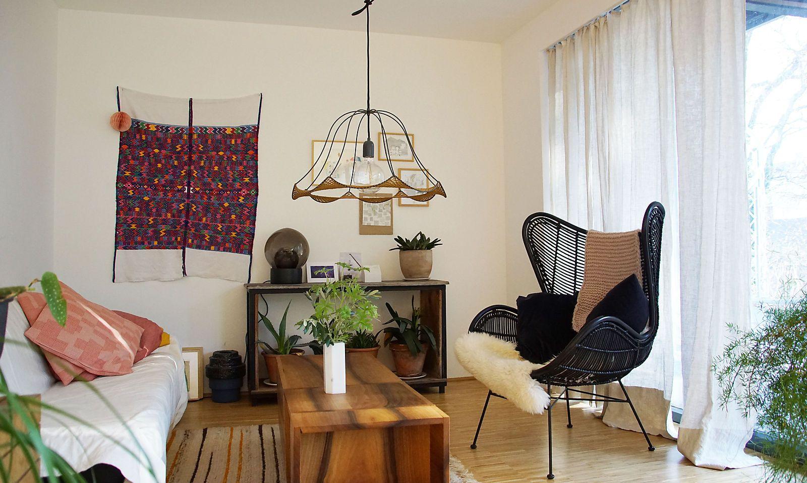 """Gemütliche Couch, inspirierender """"Arbeitssessel""""."""