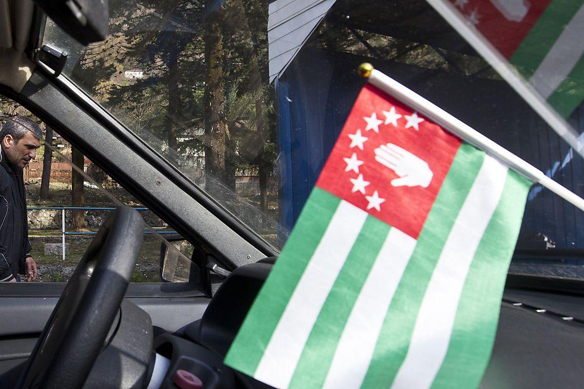 Рискуют остаться без отдыхающих: Раненных в Абхазии русских туристов засыпали угрозами