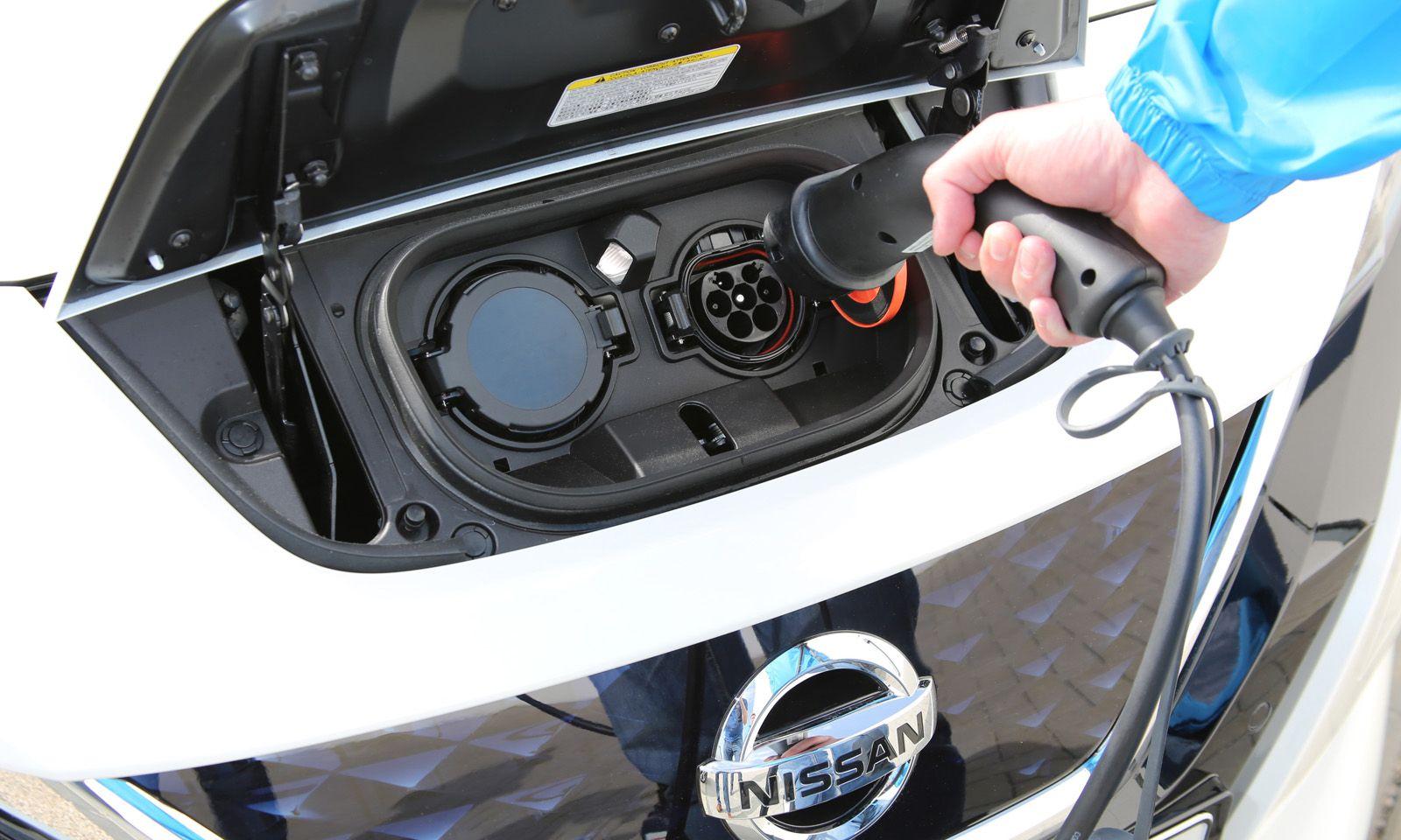 Ein konventioneller Kompakter mit vergleichbarer Ausstattung kostet gut 10.000 Euro weniger.