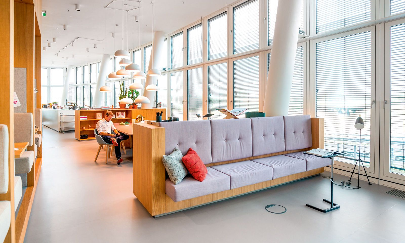Gemütliche Ecke 1: Im Spaces Vienna Orbi Tower laden Rückzugsmöglichkeiten zum Entspannen oder Plaudern ein.