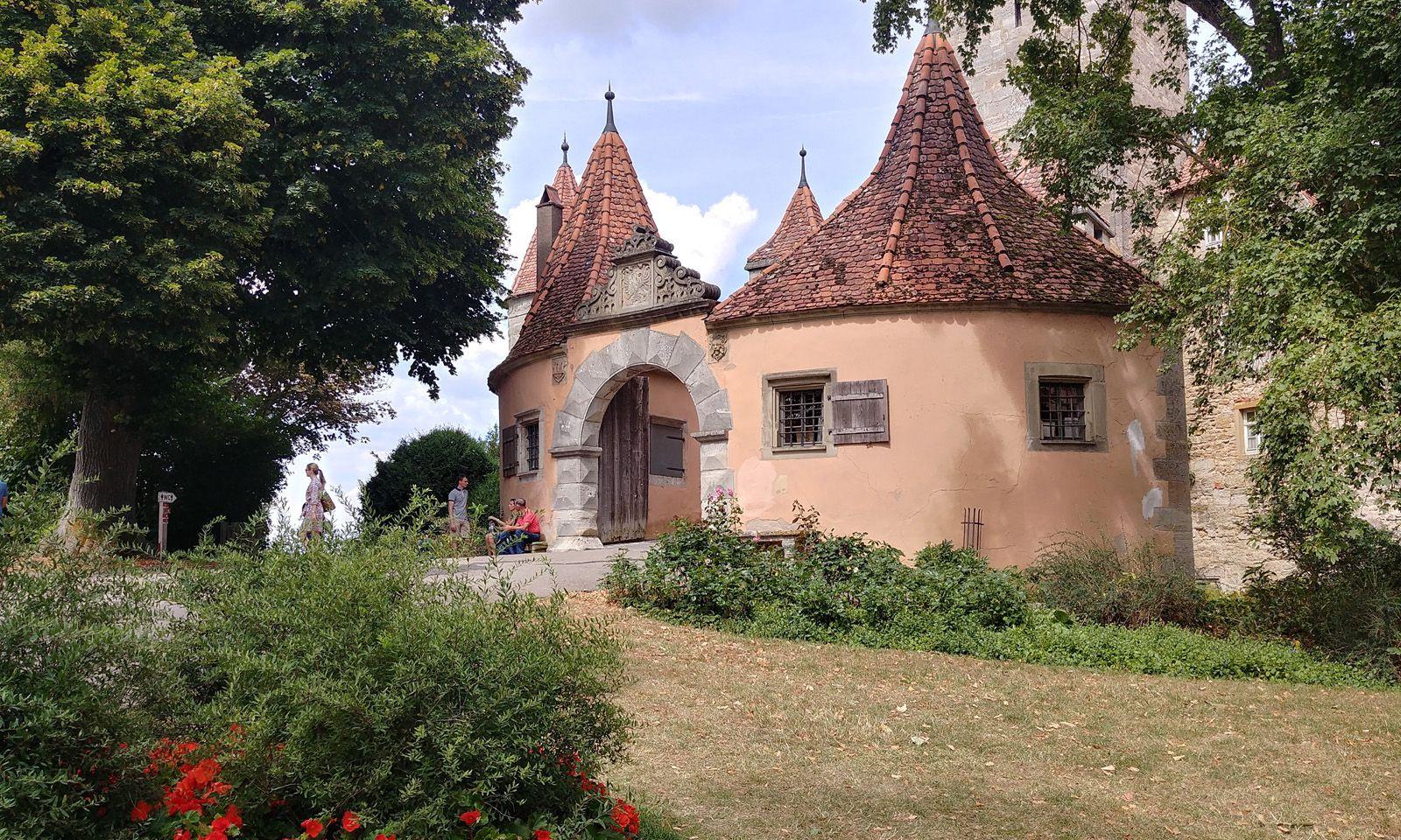 Die alte Burg, die der Stauferkönig Konrad III. um 1142 errichtet hatte.