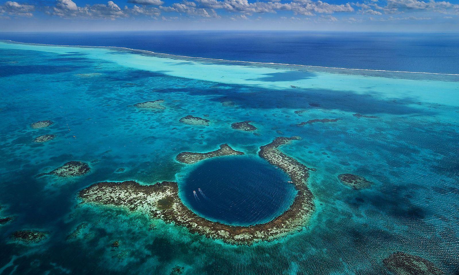 Das Blue Hole vor Belize