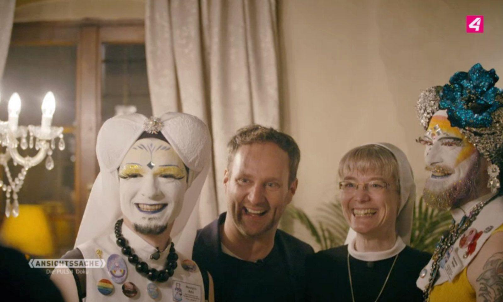 """Zwei """"Schwestern der anderen Art"""", Matthias Strolz und die Nonne Barbara."""