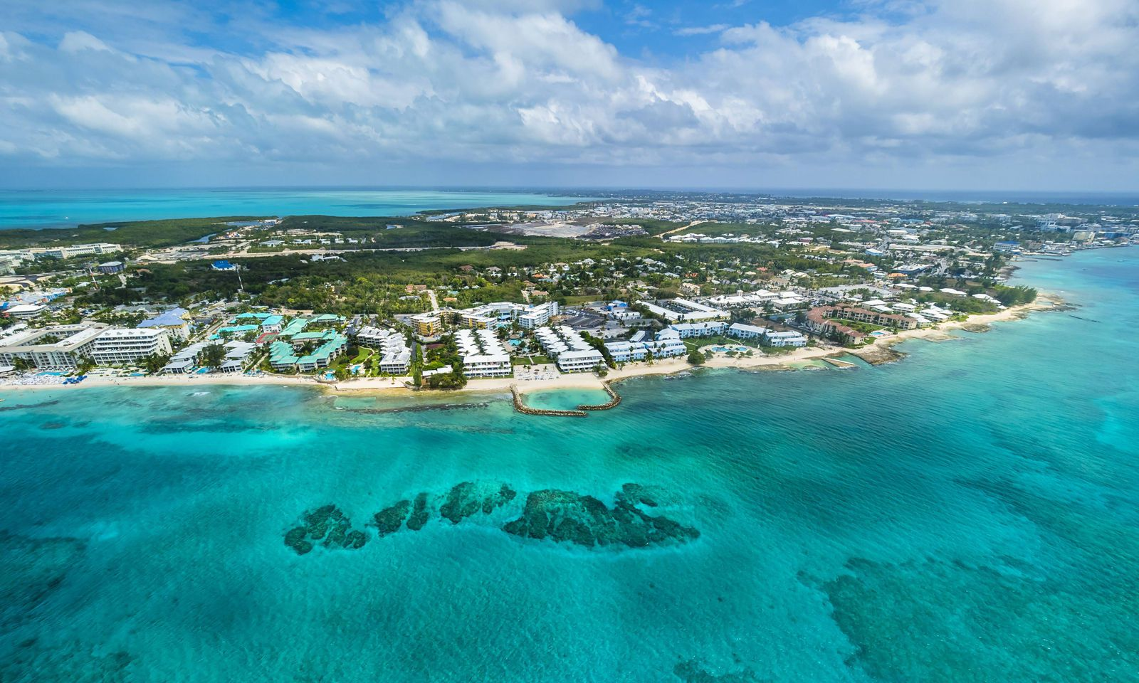 Caribbean Cayman Islands George Town Luxury resorts and Seven Mile Beach PUBLICATIONxINxGERxSUIxA