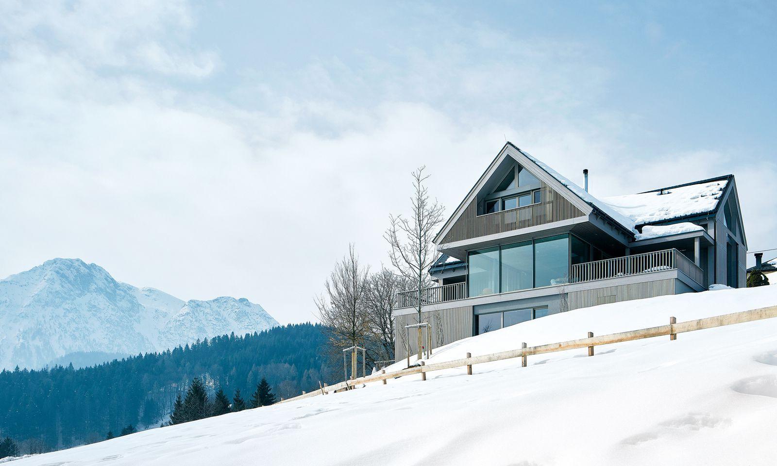 """Idealsituation. Das """"Haus zwischen den Bergen"""", von Gangoly & Kristiner Architekten im Ausseerland."""