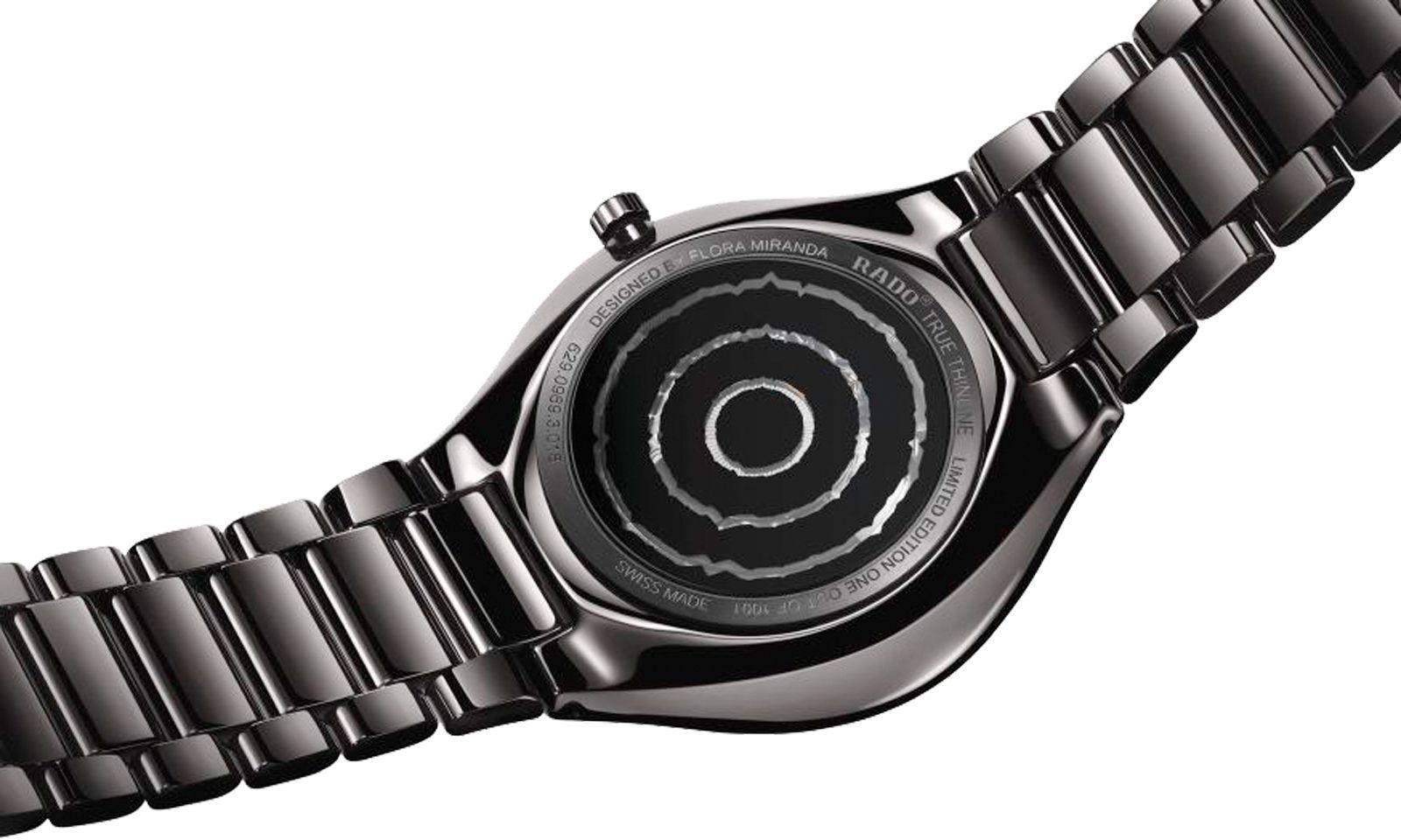 Schau. Die Uhr der Modeschöpferin wird im Rahmen der Vienna Design Week (27.9.–6.10.) präsentiert. Preis: 2640 Euro.