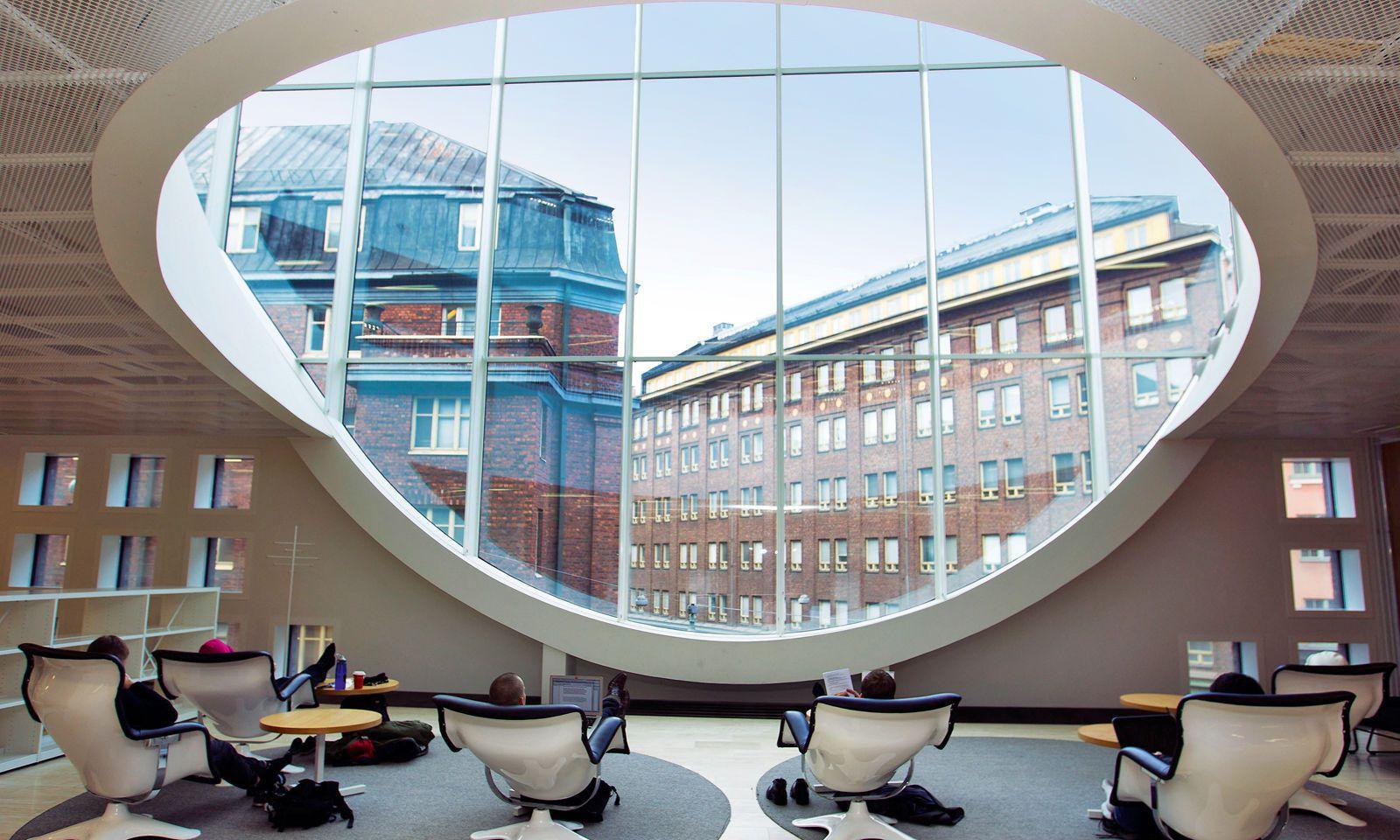Stadt der Bibliotheken. Arbeitsplätze im Kaisa-Haus der Uni-Bibliothek.