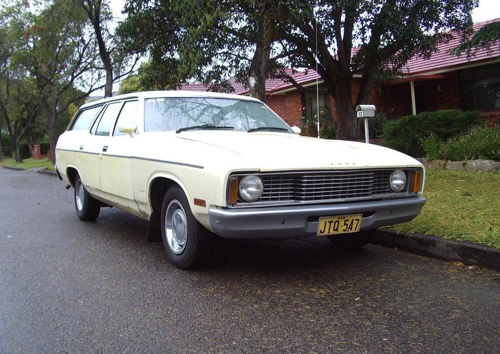 1992 folgte so ein Ford Falcon, und zwar ebenfalls in diesem seltsamen gelblich-beige