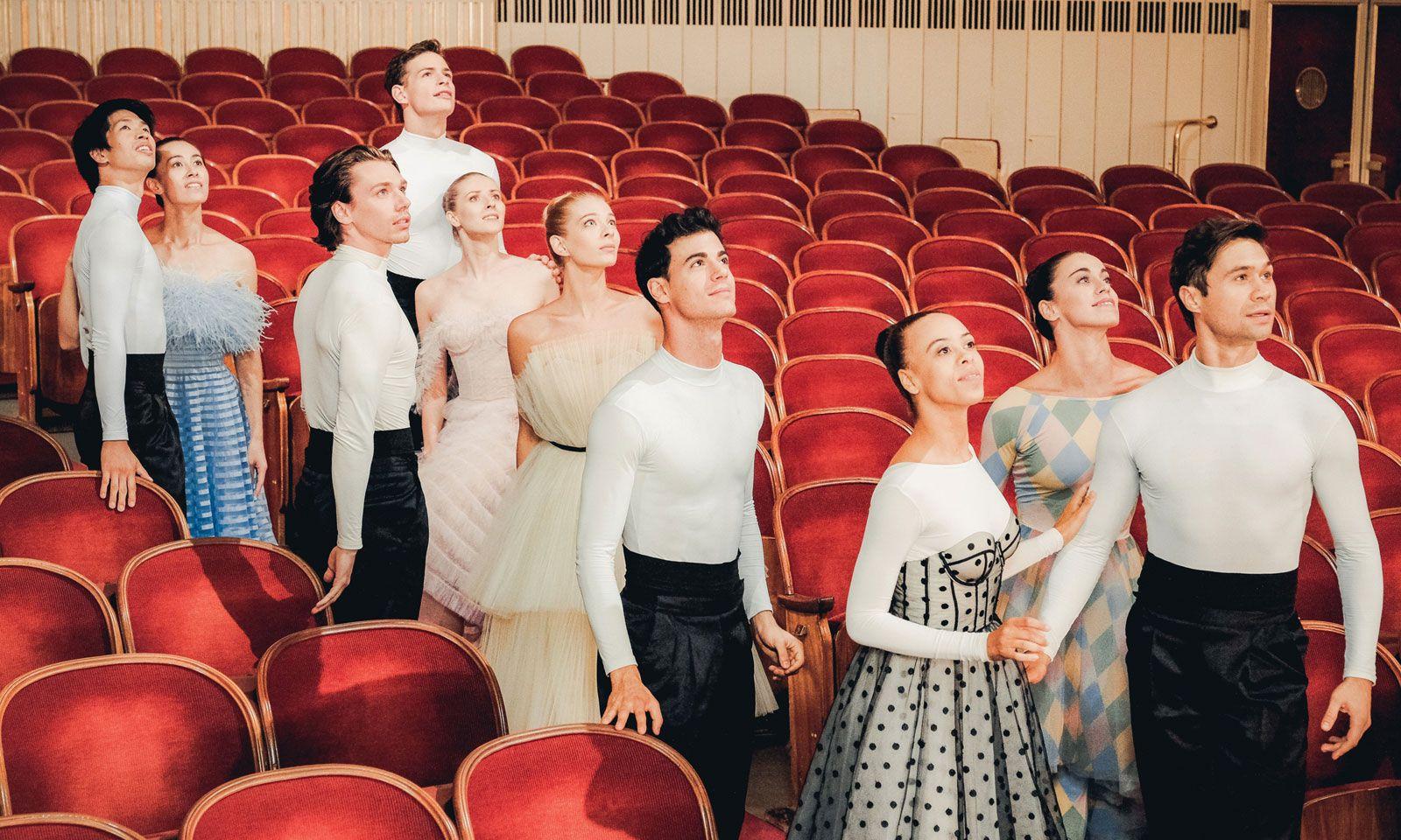 Mit fünf Paaren studierte Kaydanovskiy die Walzer-Choreografie ein.