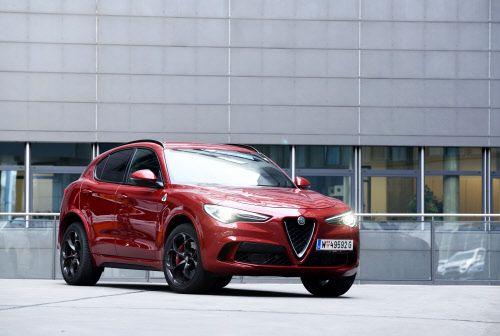 Kein graziles Wesen: Der Stelvio bezieht das Hochparterre auf Alfas neu geschaffener Hinterradantriebs-Architekur. Die teilt er sich mit der Limousine Giulia.