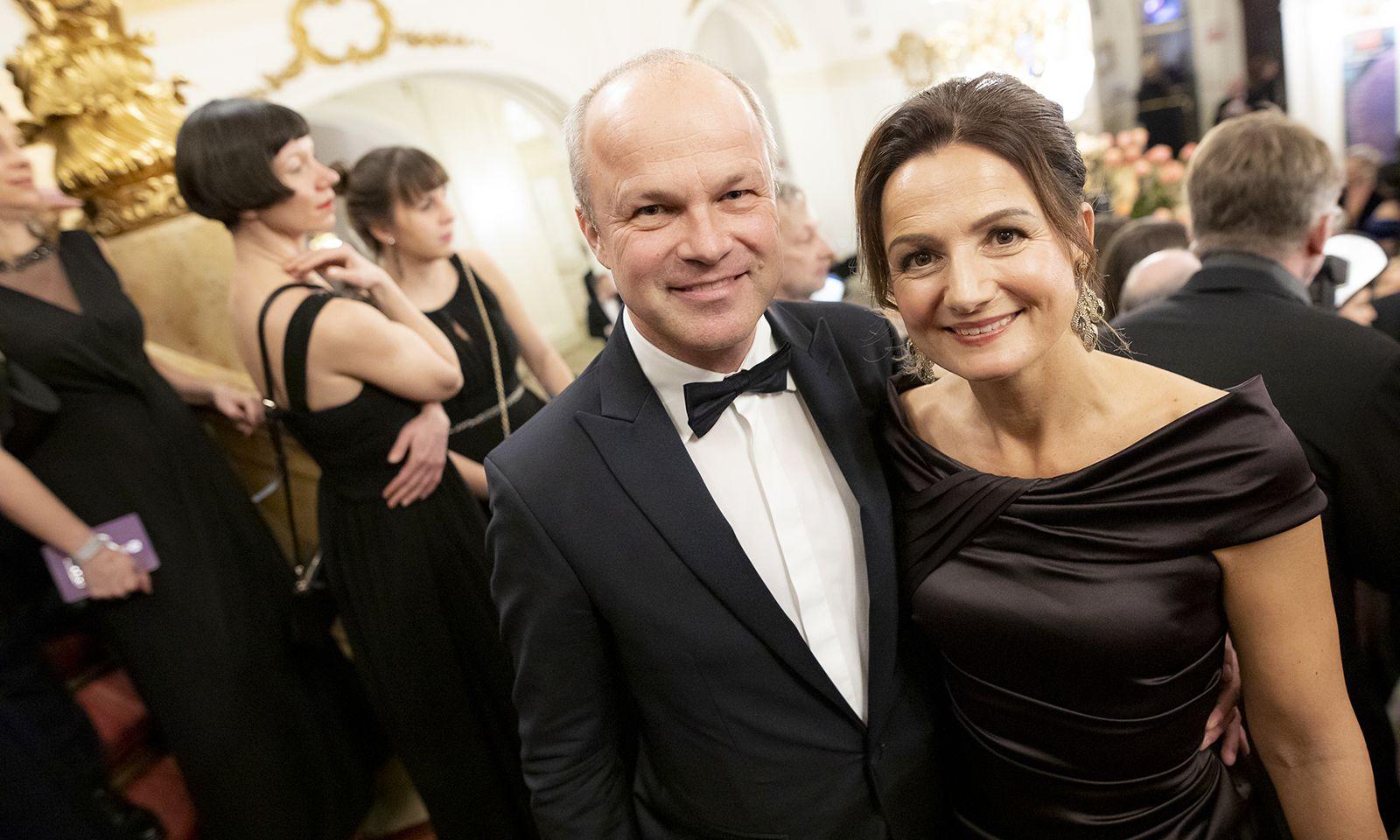 Styria-Vorstandschef Markus Mair mit Ehefrau Cornelia bei der Opernredoute.