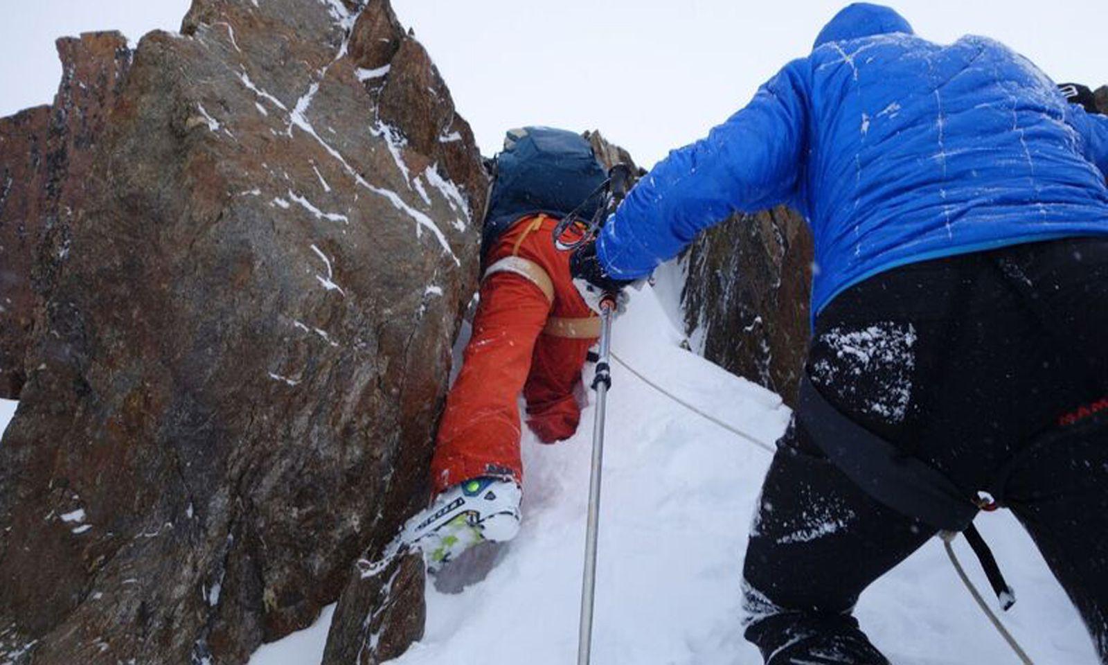 Auf den letzten Metern vor dem Gipfel des Rechten Fernerkogels muss geklettert werden.