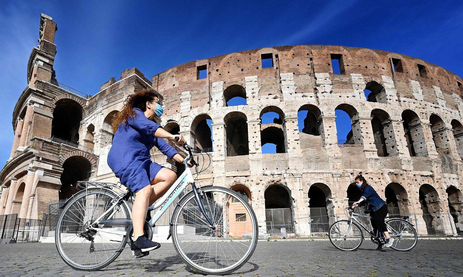 Keine Touristen, nur vereinzelt Menschen mit Gesichtsmaske: Das Kolosseum in Rom während der Coronakrise.