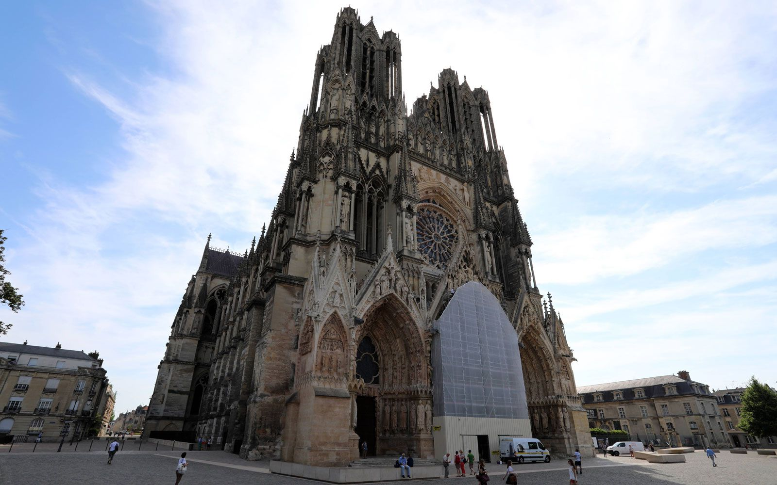 Die berühmte Kathedrale von Reims: Wände wurden durch Rippen, Pfeiler, Glasfenster aufgelöst.
