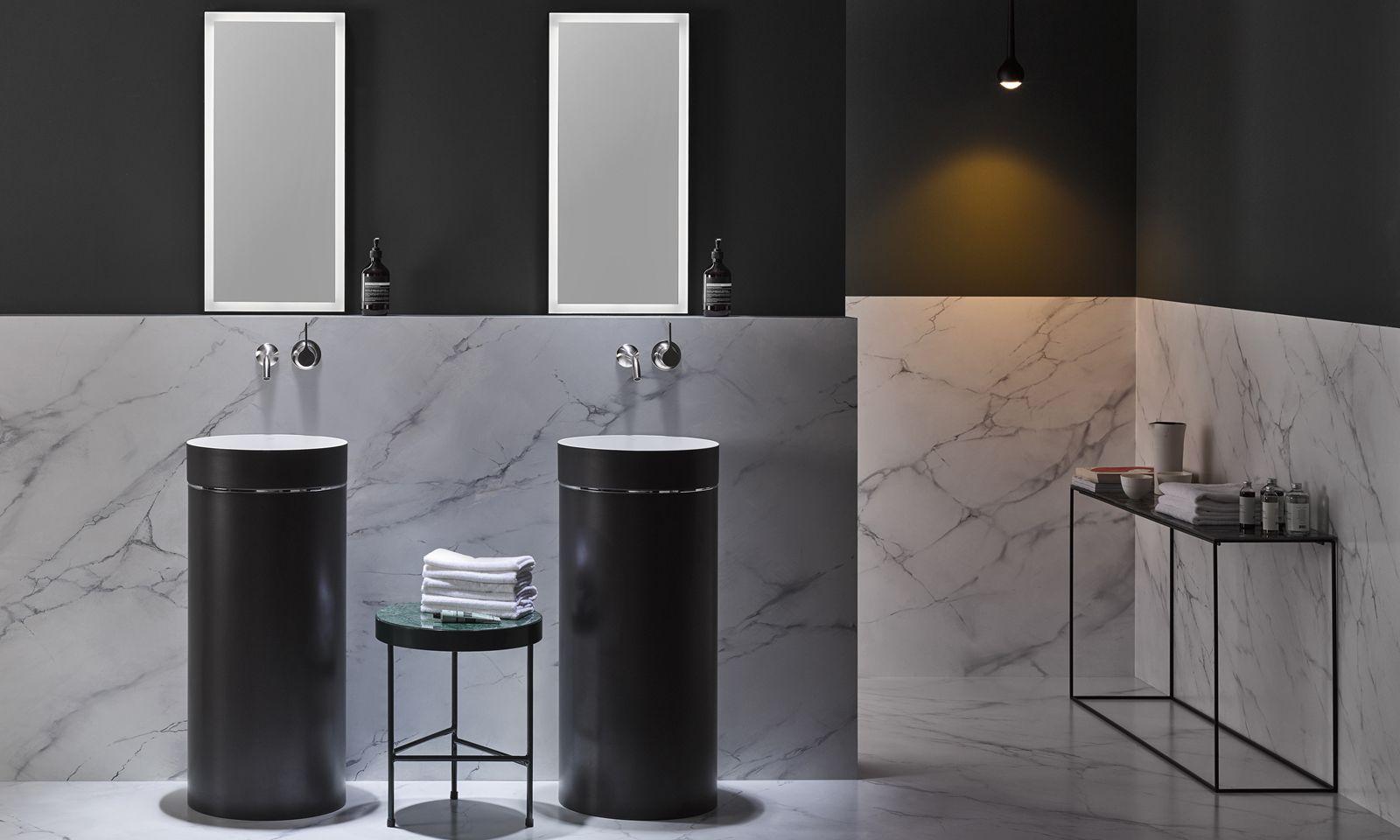 Schwarz. Eleganz, auch das wird Badezimmern gestalterisch gern abverlangt.