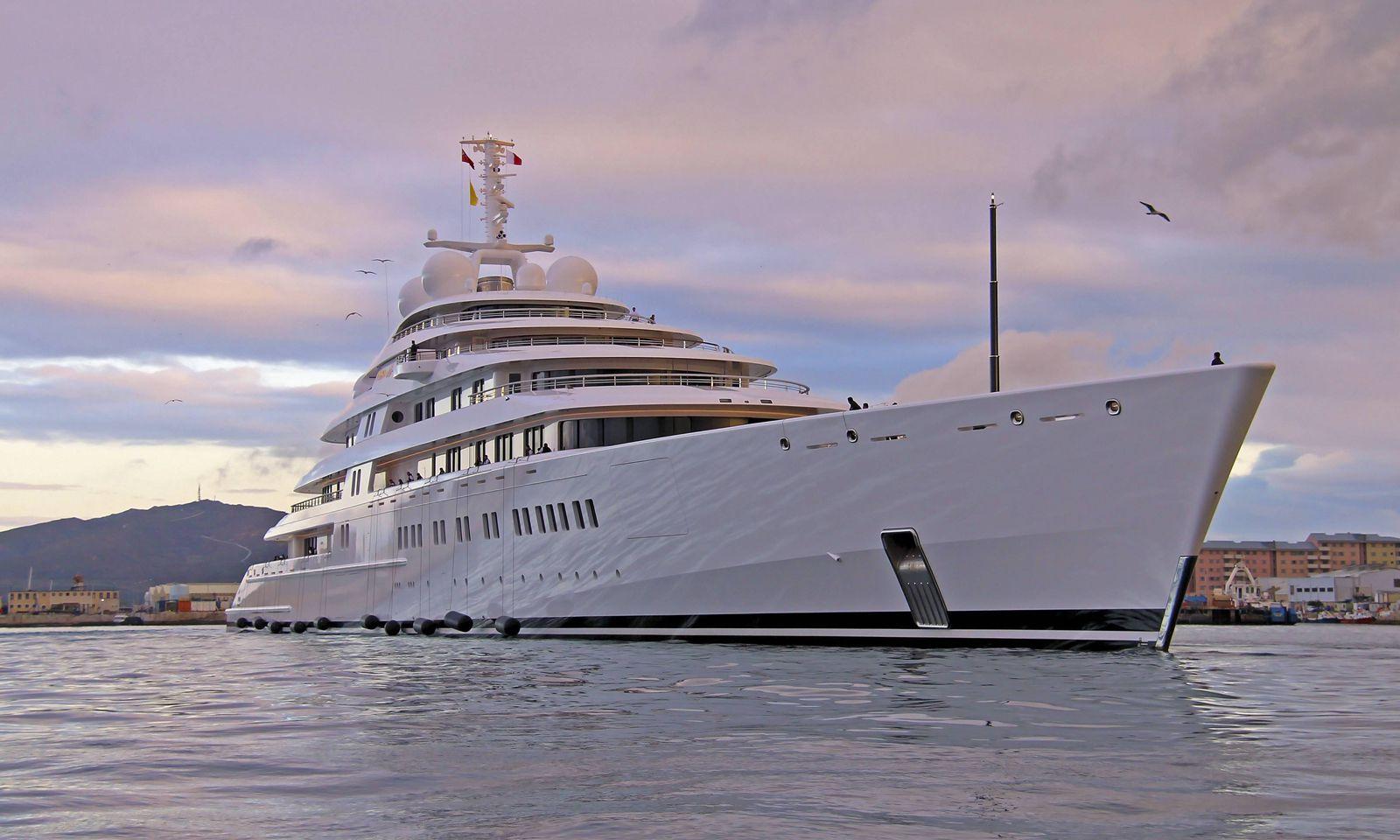Motoryacht AZZAM gebaut von der Bremer Werft L�rssen Yachts f�r Scheich Chalifa bin Zayid Al Nahyan