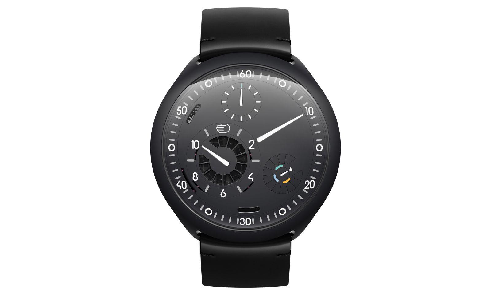"""Rotierende Scheiben ersetzen die Zeiger bei Ressence. Im Fall der """"Type 2"""" kommt noch ein technisches Feature hinzu, das in der Uhrenwelt noch nicht bekannt war: die sogenannte """"e-Crown"""", mit der die an sich mechanische Uhr ein elektronisches """"Gehirn"""" bekam."""