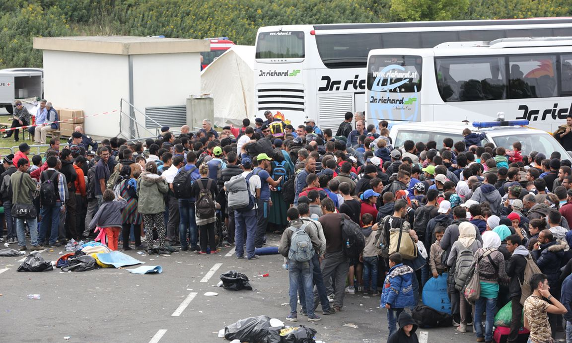 Aus Ungarns Lagern An Die Grenze