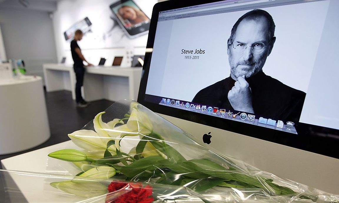 russland steve jobs denkmal nach cook outing abgerissen. Black Bedroom Furniture Sets. Home Design Ideas