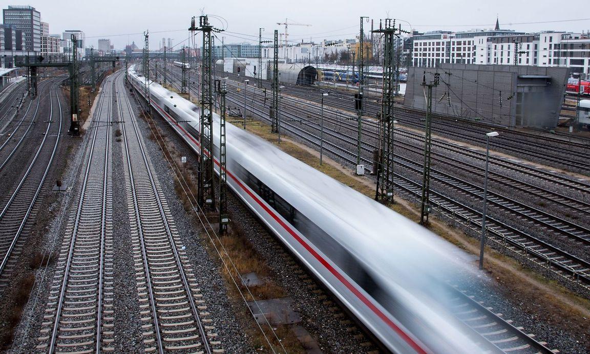 Atemberaubend Wie Man Eine Feueralarm Zugstation Verbindet Fotos ...