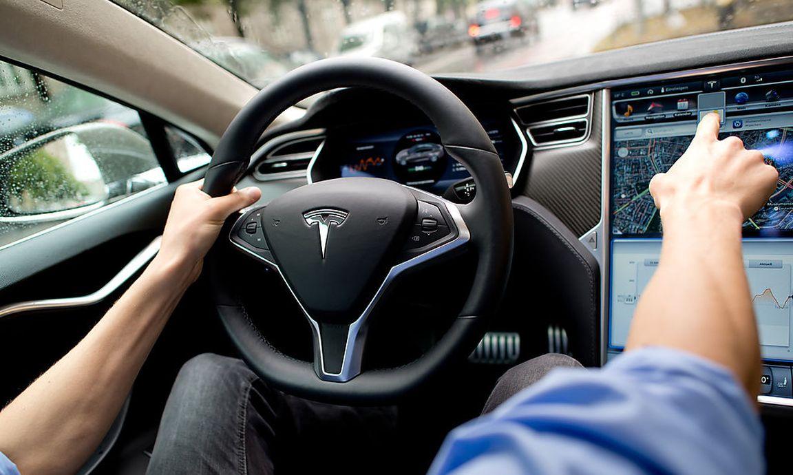 Tesla-Auto war bei tödlichem Unfall zu schnell unterwegs « DiePresse.com