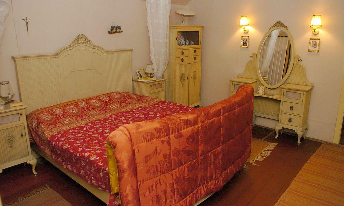 was darf nicht ins schlafzimmer der sterreicher. Black Bedroom Furniture Sets. Home Design Ideas