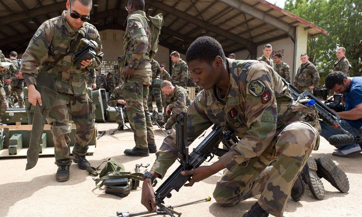 Ausgezeichnet Militärisches Fortsetzen Beispiele Infanterie Zu ...