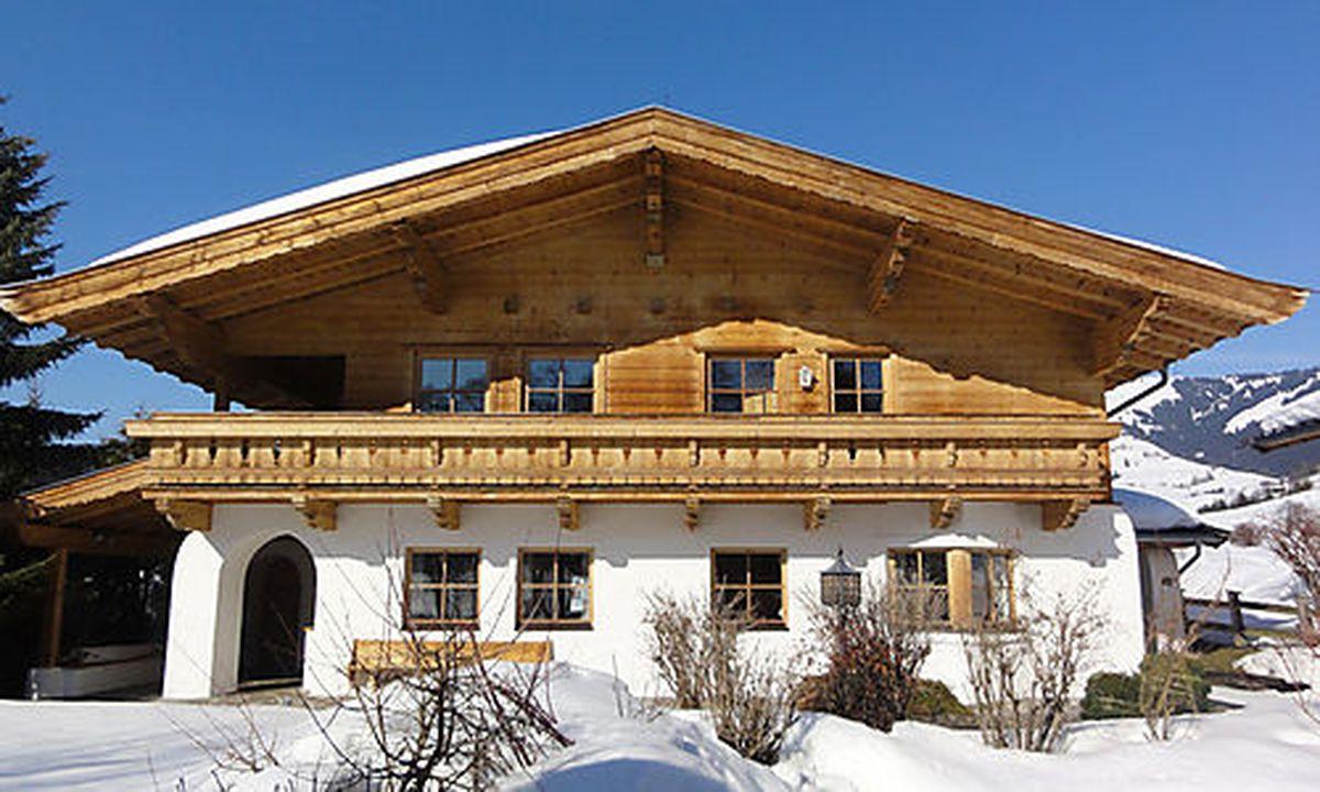 Außen Tirol, innen Design: Viel Holz, etwas Weiß und moderne Kunst ...