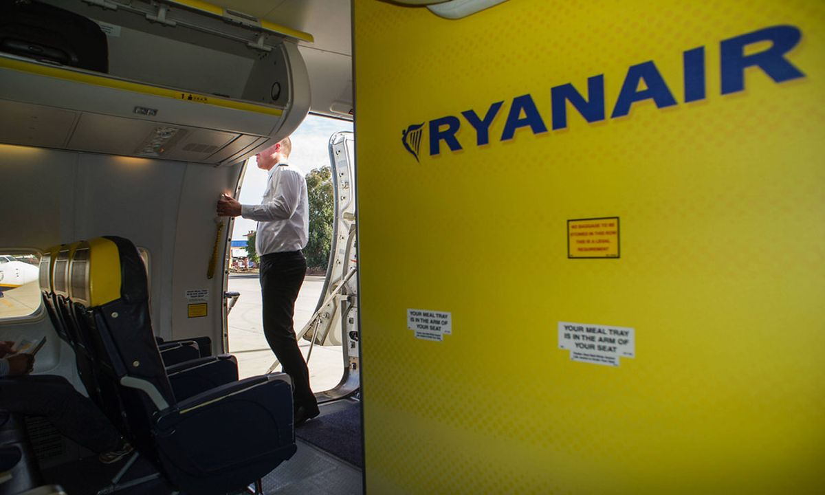 Fluggäste plündern Bordshop im Ryanair-Jet « DiePresse.com