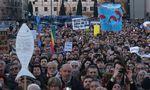 Zehntausende Menschen sind am Samstag in Rom gegen den Rechtspopulismus auf die Straße gegangen.