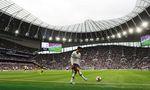 Son Heung-min genießt das Spiel in Tottenhams Schmuckstück. 62.062 Zuschauer finden Platz, unter dem Rasen warten eine Brauerei, die längste Bar Englands – und ein Hundeklo.