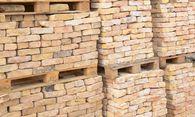 Alte Ziegel, bereit für Neues: Recycling auf hohem Niveau. / Bild: (c) Fiedels - Fotolia
