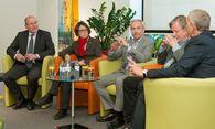 Am Podium wurde angeregt diskutiert. / Bild: (c) Bill Lorenz