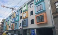 Fassade einer Wohnhausanlage im 17. Bezirk: Was dem Bauherrn erlaubt ist, darf der Wohnungskäufer noch lange nicht.  / Bild: (c) Clemens Fabry