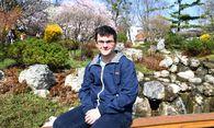 Harbich auf der Brücke im Setagaya-Park, einem seiner Döblinger Lieblingsplätze. / Bild: (c) DIMO DIMOV