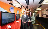 Martin Kügler, Leiter des Terminalbetriebs, und Klarissa Stoiser, Leiterin der internen Kommunikation.