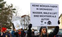 Die Ansiedlung Teslas in Grünheide wird von Bürgern kontrovers diskutiert