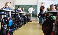 In den Fächern Deutsch, Mathematik, Englisch und Lerncoaching unterrichten zwei Lehrer gemeinsam. In der ersten Klasse hilft ein Volksschulpädagoge.