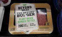 In den Supermärkten findet sich mittlerweile eine große Auswahl an veganen Burgerpatties.