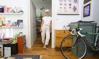 Grafikdesignerin Sabrina Wegerer widmete sich der Angst vor Materialien: Darauf kam sie beim Luflée-Kauf mit einer Freundin, die sich vor Löchern ekelt.