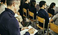 Erwachsene müssen in den Kursen oft aus ihrem Alltag in die Lernwelt geholt werden.