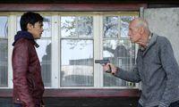 """Kraftvoll aufspielende Darsteller: Borhanulddin Hassan Zadeh als afghanischer Flüchtling und Heinrich Trixner als misstrauischer Pensionist in """"Nobadi"""" von Karl Markovics."""