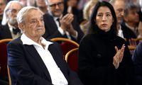 George Soros und seine Ehefrau, Tamiko Bolton, bei der Ehrung am Donnerstag im Wiener Rathaus.
