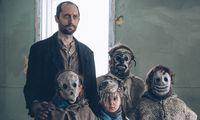 """Maskierte Kinder treiben unheimlichen Schabernack: """"Ghost Town Anthology""""."""
