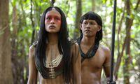 Parallel zur Krimihandlung erzählt die Serie die Geschichte der Ureinwohner Ushe und Yua.