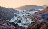 Berge, Meer. Muscat hat alles, Gebirge, Strände, Souk. Touristen