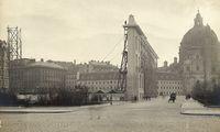 Blick von der Canovagasse auf die Schablone des Stadtmuseums, 1910, Silbergelatinepapier, 17,9 × 23,8 cm
