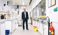 Hannes Mikula hat für seine Forschungen an In-vivo-Chemie heuer den Ascina-Award bekommen, der Erfolge heimischer Wissenschaftler in den USA würdigt.