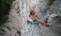 Angela Eiter beim Klettern in ihrer Heimatregion Imst.